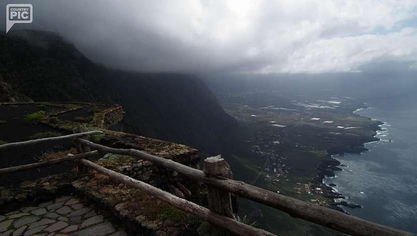 Pohled z vyhlídky Mirador De La Peňa.