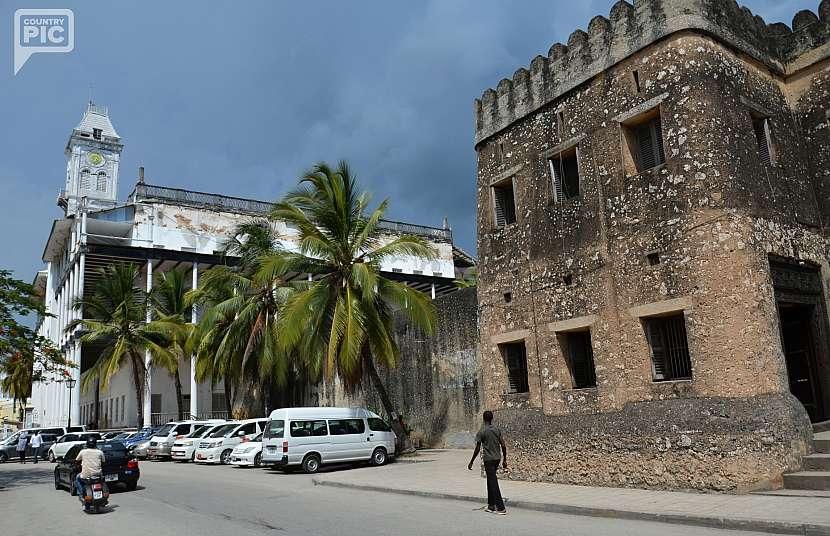 Stará arabská pevnost postavená z korálového kamene.
