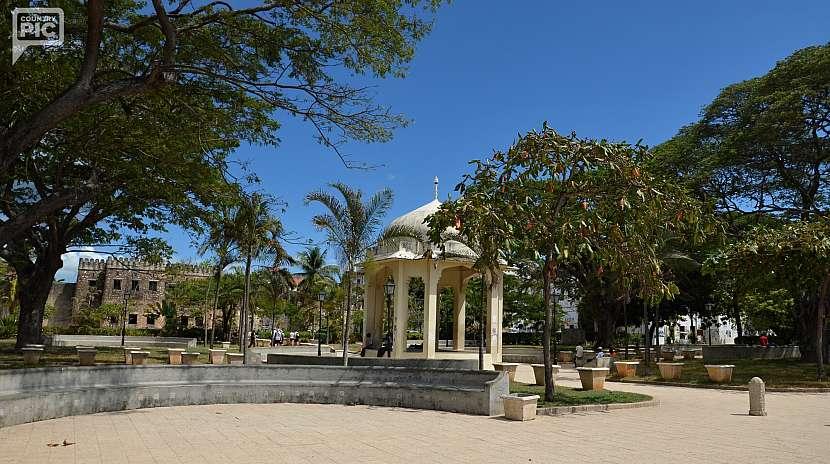 Park Forodhani Gardens naproti House of Wonders.