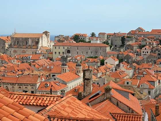 Pohled na střechy Starého města.