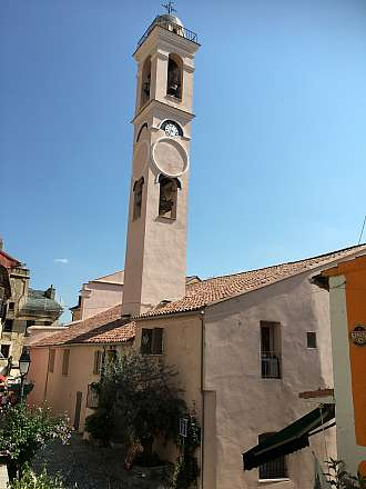 Korsika - Corte - malebné městečko s pevností z roku 1419
