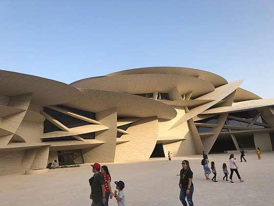 Nově otevřené národní muzeum v katarském Dauhá.