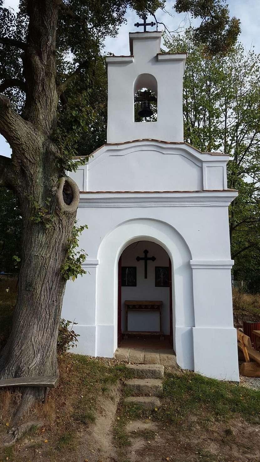 Místní kaplička v Nedvězí