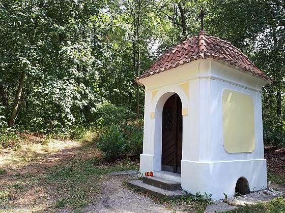 Kuttnerova kaplička v bohdanečském lázeňském parku.