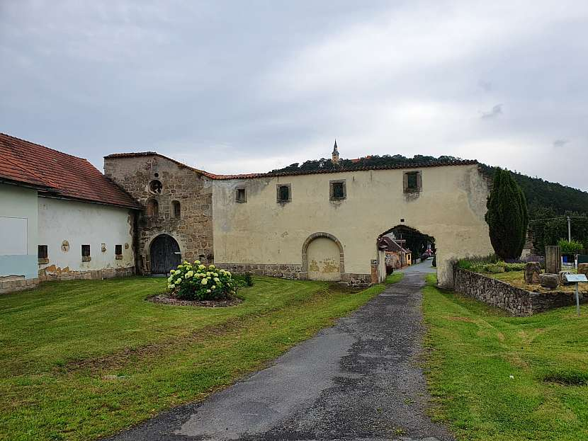 Zbytky cisterciánského kláštera v obci Klášter u Nepomuka.