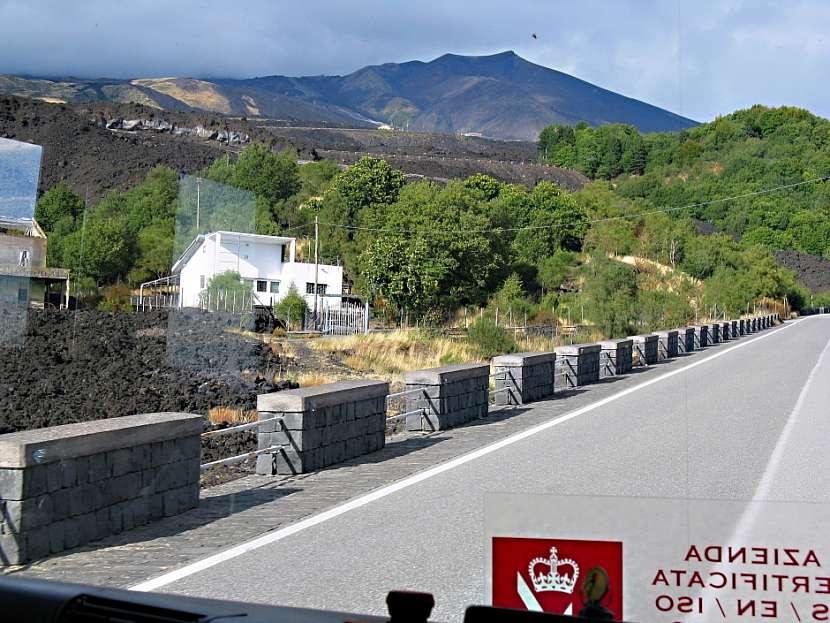 Cesta na Etnu.
