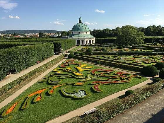 Výhled na Květnou zahradu z arkády