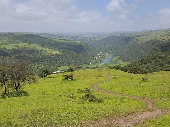 Pohled na údolí Wadi Darbat na podzim.