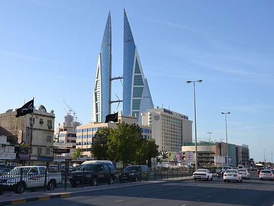 Pohled na věže bahrajnského World Trade Center z centra Manamy