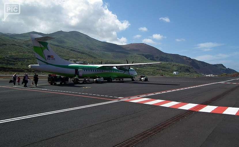 Po přistání na letišti u hl.města Valverde.