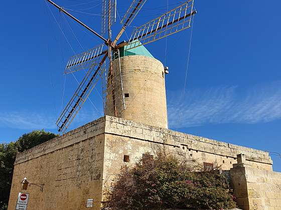 Větrný mlýn Ta`Kola ve vesničce Xagħra na 2.největším maltském ostrově Gozo.