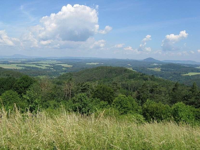 Kruhový rozhled z vrchu Nedvězí (458 m n. m.)