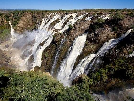 Vodopády Epupa zdobí večná dúha