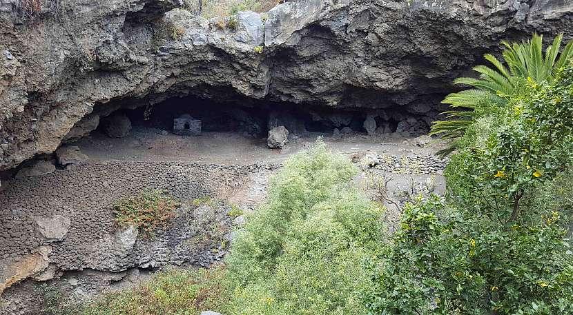 Soustava jeskyní Cuevas de Belmaco na La Palmě.